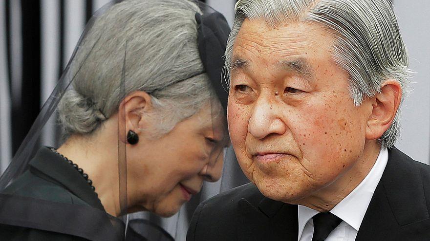 الإمبراطور الياباني يتنحّى
