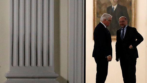 Frank-Walter Steinmeier und Martin Schulz vor Schloss Bellevue