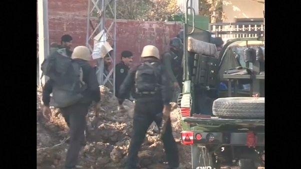 Pakistan: attacco nel residence di un'università