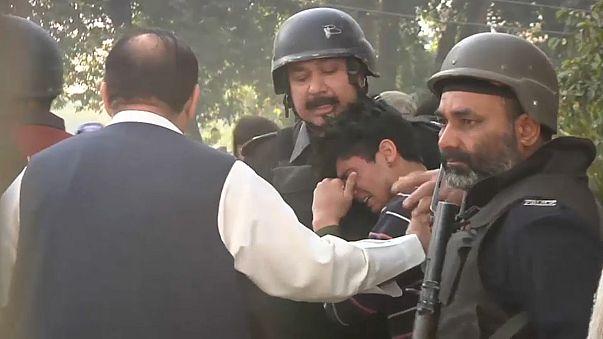 Ataque talibã a uma universidade do Paquistão