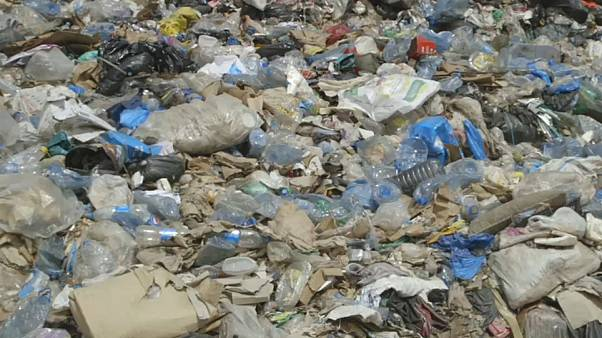 Le conseguenze dell'emergenza rifiuti in Libano: gravi problemi respiratori