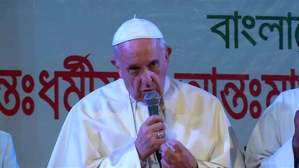 """En Asie, le pape finit par prononcer le mot """"Rohingya"""""""