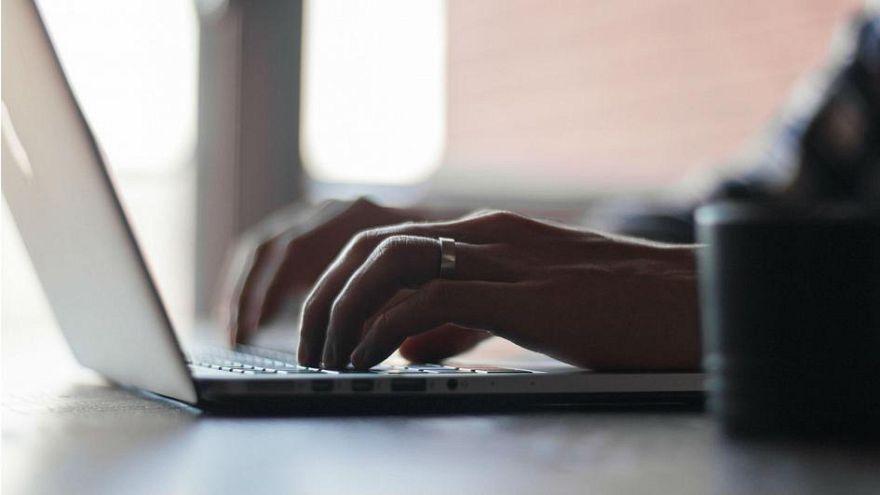 """Mann in Schweden wegen """"Online-Vergewaltigung"""" verurteilt"""
