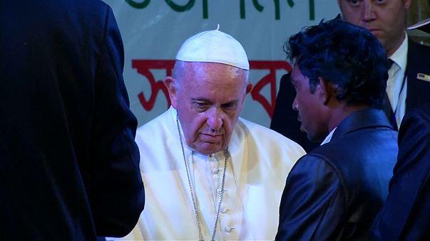 Papa Francesco pronuncia il nome impronunciabile