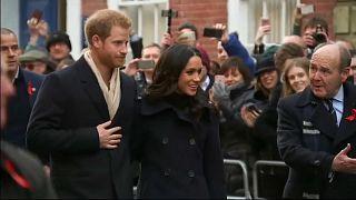 Prens Harry ile nişanlısı halkın önünde