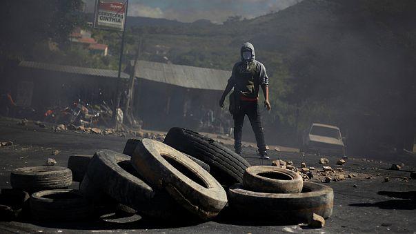 Incerteza política gera confrontos nas ruas