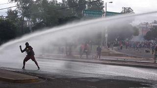 Wasserwerfer, Tränengas, Schlagstöcke in Tegucigalpa