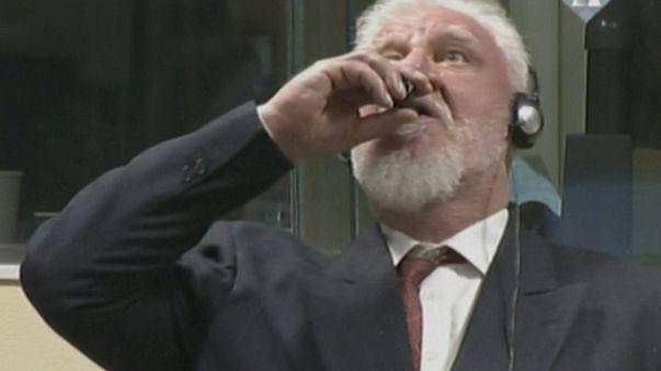 Líquido com que general croata se suicidou no tribunal de Haia era cianeto de potássio