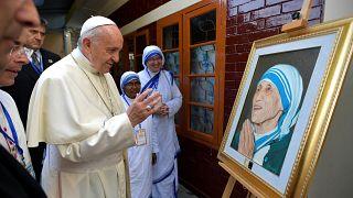 Στο πλευρό ορφανών ο πάπας Φραγκίσκος
