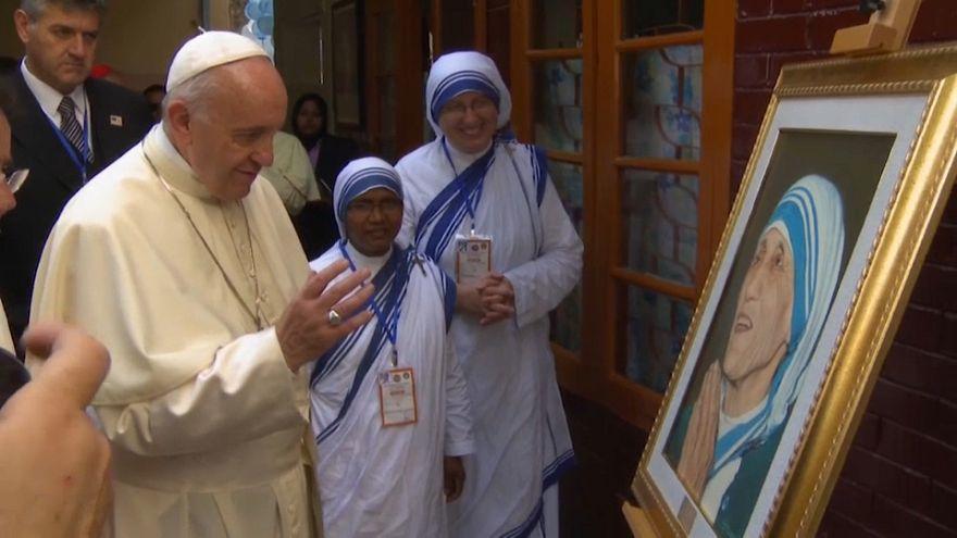 Papa despede-se do Bangladesh