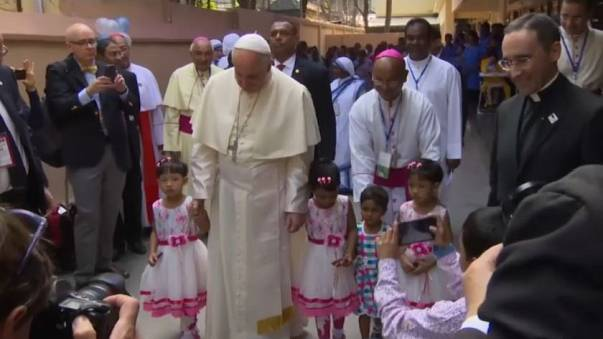 "Pope Francis says ""Rohingya"" on last day in Bangladesh"