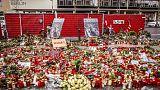 Blumen am Ort des islamistischen Anschlags auf den Weihnachtsmarkt.