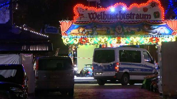 Bomba paniği yaşanan Potsdam Noel Pazarı tekrar açıldı