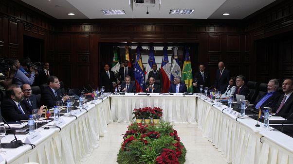 Governo da Venezuela e oposição reunidos em Santo Domingo