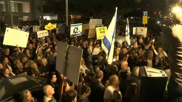"""Thousands join """"March of Shame"""" against corrupt politicians in Tel Aviv"""
