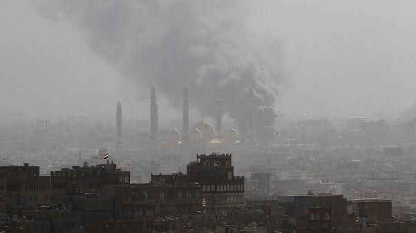 التحالف بقيادة السعودية يقصف مواقع الحوثيين دعما لقوات علي عبد الله صالح