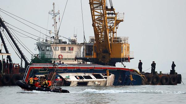 Boat capsized south korea