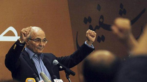 اختفاء أحمد شفيق بعد ترحيله إلى مصر