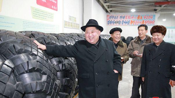 شكر خاص من زعيم كوريا الشمالية لعمال مصنع إطارات