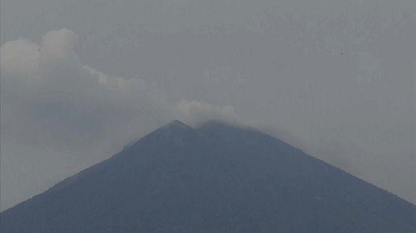El volcán Agung da un respiro en Bali