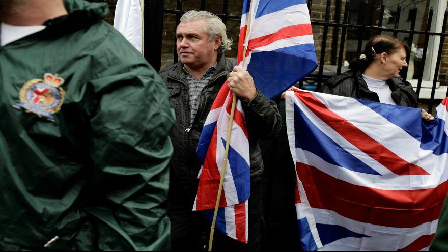 التخطيط لهجمات ضد مسلمين وجلسات السكر..معلومات صادمة عن اليمين المتطرف في بريطانيا