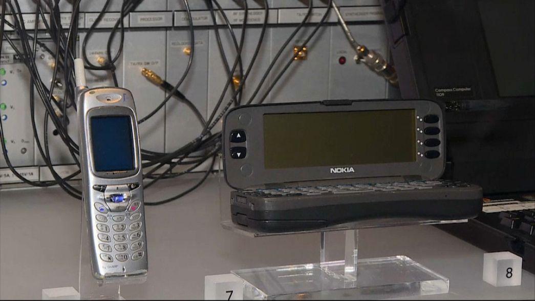 SMS исполнилось 25 лет