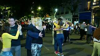 Arjantin: Buenos Aires sokaklarında geleneksel Tango gecesi