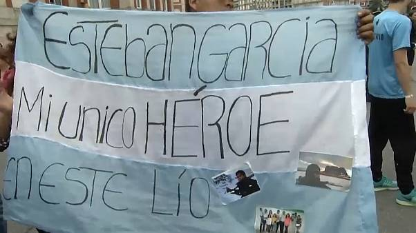 Families of lost Argentine submarine urge navy not to give up
