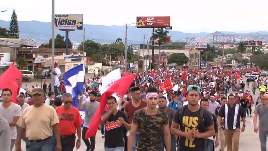Honduras : le dépouillement des votes reprend