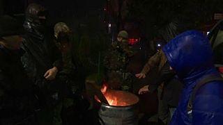 Ουκρανοί διαδηλωτές έχουν μπλοκάρει την είσοδο του τηλεοπτικού σταθμού