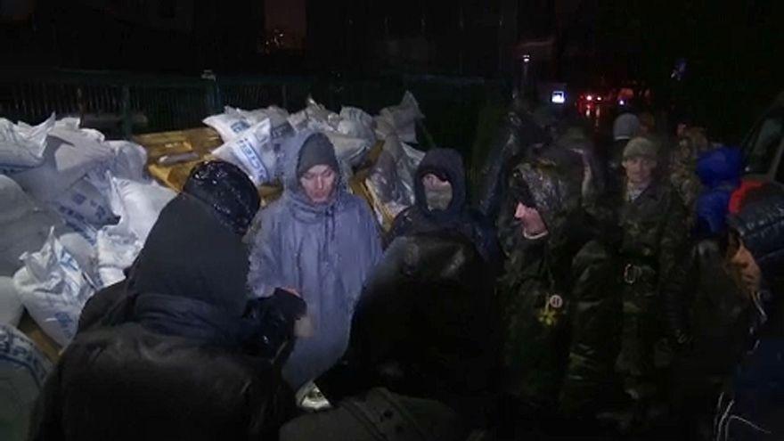 Eltorlaszolták egy ukrán tévé bejáratát