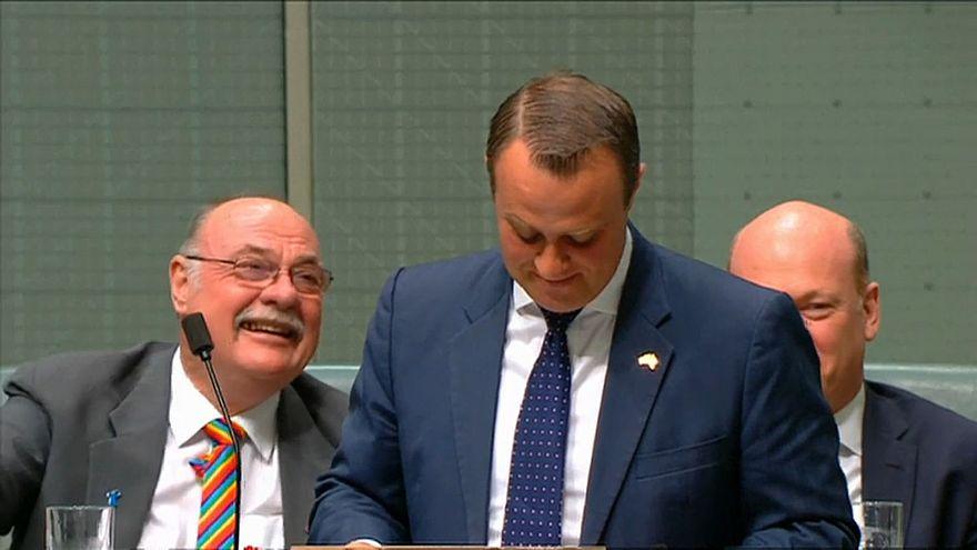 Австралия: помолвка в парламенте
