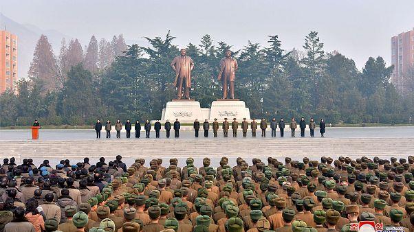 Civili e militari a una parata per celebrare gli avanzamenti sul nucleare
