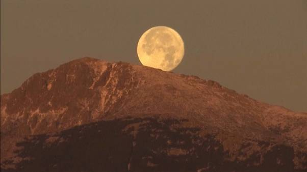 La primera y única superluna del año en imágenes