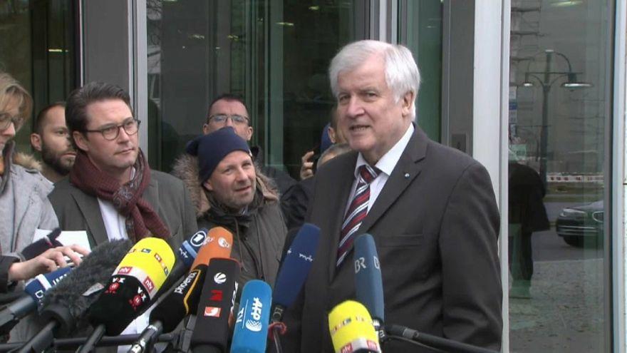 Germania: Seehofer si dimette da presidente della Baviera