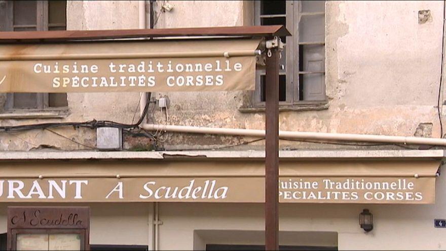 La Corse s'éloigne un peu plus de la France