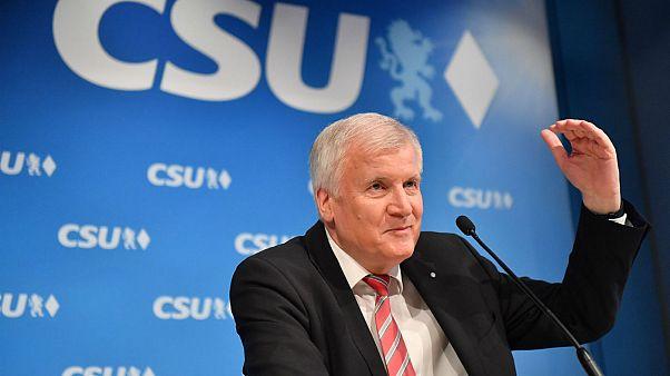 Βαυαρία: Ο Χορστ Ζεεχόφερ αποχωρεί από την πρωθυπουργία