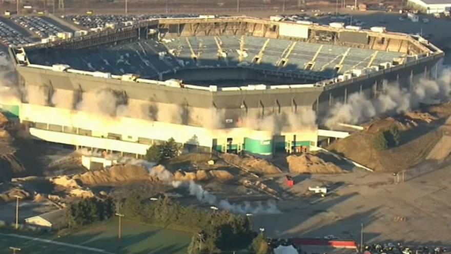 Michigan stadium withstands demolition blast