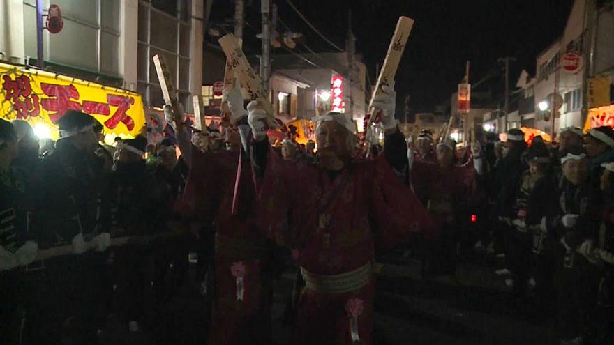 Япония: праздник светящихся колесниц