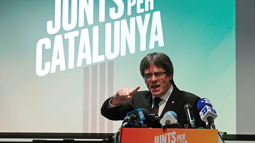 Puigdemont beszédet mond a belgiumi Oostkampban november 25-én