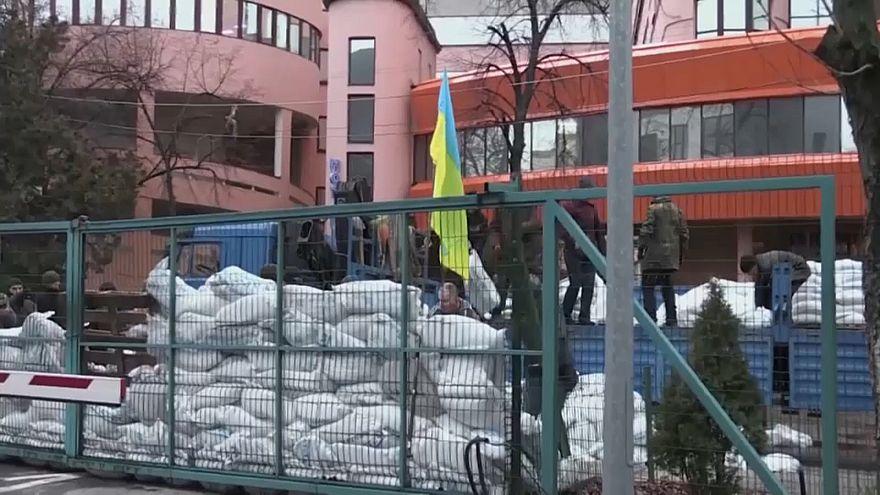Kiev'de TV kanalı önünde protesto