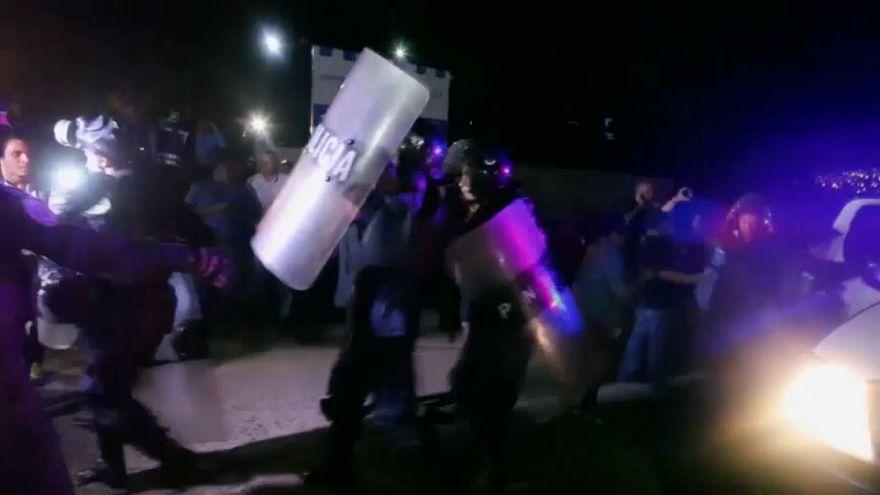 La Policía permite a la oposición hondureña desafiar el estado de excepción