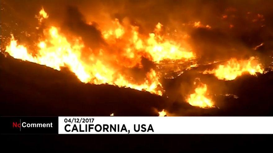 Un incendie dévore les alentours de Los Angeles