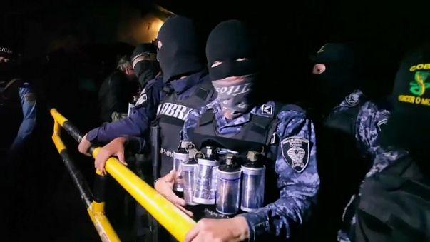 Honduras: Polícia recusa tomar partidos e faz greve