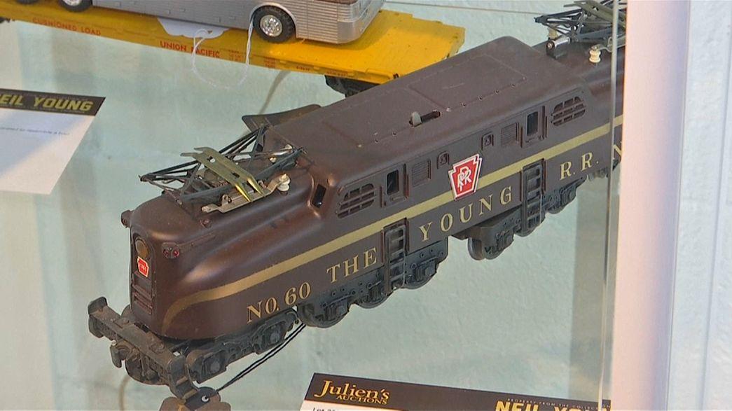 Neil Young vende coleção de comboios