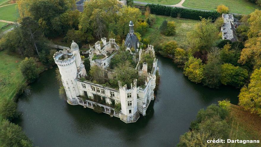 Le château de la Mothe-Chandeniers