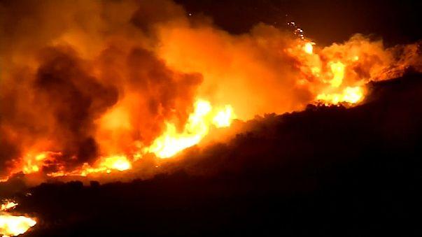 Flammenmeer in der Nähe von Los Angeles