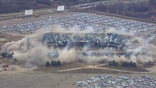Silverdome implodiert beim zweiten Versuch