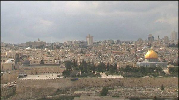 Trump chiama Abbas: vogliamo trasferire ambasciata Usa a Gerusalemme