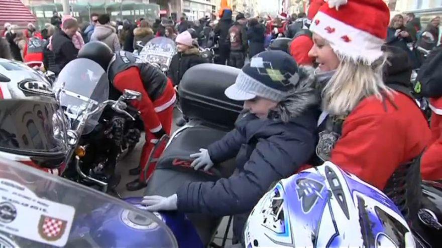 Le père Noël est un motard